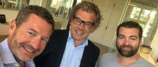 Zu Besuch in Berlin: DAS-INVESTMENT-Herausgeber Malte Dreher (Mitte) bei Kai Diekmann (li.) und Philipp Jessen