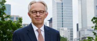 """Charles Neus, Leiter Altersvorsorge-Lösungen bei Schroders: """"Mit unserem Fondskonzept können Anleger ihr Kapital produktiv investieren, anstatt es in einer unrentablen Sparform liegen zu lassen."""""""