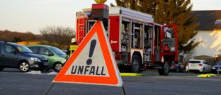 Unfallszene: Berufsunfähig kann jeder werden, etwa durch einen Unfall oder eine Krankheit. Daher ist die Absicherung für diesen Ernstfall auch so wichtig.