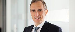 Alexander Koch leitet seit Mai 2012 den regionalen Vertrieb bei BlackRock in Deutschland. Zuvor war er elf Jahre für Fidelity International tätig, wo er zuletzt den Publikumsfondsvertrieb an Banken in Deutschland verantwortete.