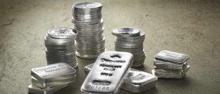 Silbermünzen und -barren. Der Einstiegszeitpunkt für ein Silber-Investment ist ideal, findet Rainer Beckmann von der Vermögensverwaltung Ficon Börsebius Invest.