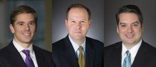 Justin Christofel, Michael Fredericks und Alex Shingler (v.l.): Die Fondsmanager aus dem Team für ertragsorientierte Multi-Asset-Strategien bei Blackrock verantworten den neuen BGF Global Conservative Income Fund.