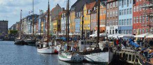 """Touristenmagnet Nyhavn in Kopenhagen: Die dänische Hauptstadt ist eines der Ziele des neuen Fonds aus dem Hause Blackrock Real Assets, der ein """"Portfolio ertragsorientierter Immobilien"""" anstrebt."""