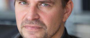 """Autor und Filmemacher Dirk Laabs: Sein neuestes Buch """"Bad Bank"""" dokumentiert die Demontage der Deutschen Bank"""