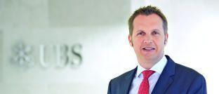 Dag Rodewald: Der Leiter des Geschäfts mit passiven Investments und ETF-Vertriebsspezialist der UBS in Deutschland betont, dass Schwellenländeranleihen im Vergleich zu Anleihen aus Industrieländern einerseits höhere Kursschwankungen aufweisen, andererseits aber die Chance auf höhere Erträge bieten.