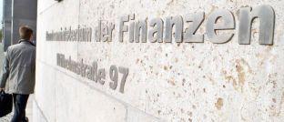Das Gebäude des Bundesministeriums der Finanzen in Berlin: In einer Antwort auf eine Anfrage der Grünen nannten sie den Provisionsdeckel in der PKV einen Erfolg.