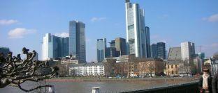 Frankfurt: Deutschlands Banken verdienen mit ihren Privatkunden immer weniger Geld.