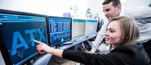 Börsenhandel: ETF-Anleger kaufen Fondsanteile zum jeweiligen Marktkurs an der Börse. Anders als bei klassischen Investmentfonds fallen bei den Indexfonds in der Regel keine Ausgabeaufschläge an einen Vermittler an.