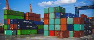 Container im Hafen: Das Gros der P&R-Geschädigten will Ansprüche einfordern