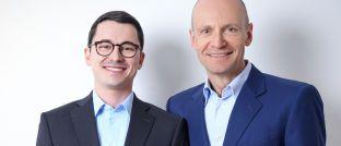 Alexander Weis (li.) und Gerd Kommer von der Honorarberatung Gerd Kommer Invest. Die Finanzberater zeigen, wie sich eine Monte-Carlo-Simulation erstellen lässt.