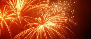 Feuerwerk zum Jahreswechsel. Unternehmensberater Peter Schmidt gibt Maklern Tipps zum Umsetzen von Neujahrsvorhaben.