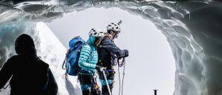 Bergwanderer in den französischen Alpen: Mit der richtigen Ausrüstung sinkt das Risiko.