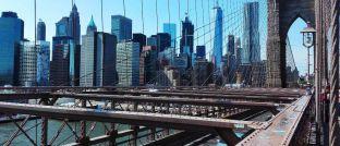 Blick von der Brooklyn Bridge auf den Stadtteil Manhattan: Markus Schomer, Chefvolkswirt des New Yorker Vermögensverwalters Pinebridge Investments, blickt optimistisch auf die Konjunktur in den Vereinigten Staaten.