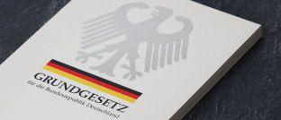 Grundgesetz: Das Deutsche Institut für Altersvorsorge (DIA) hat die Verankerung von Nachhaltigkeit und damit der Generationengerechtigkeit in der Verfassung gefordert.