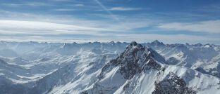 Berge in den Alpen: Je stärker ein Fonds auf und ab schwankt, desto stärker wirkt der Cost-Average-Effekt – so sagt man