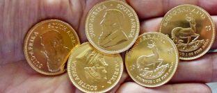 """Krügerrand-Münzen: Der Preis des Edelmetalls hat die wichtige Marke von 1.300 US-Dollar pro Feinunze (31,103 Gramm) Gold geknackt und nimmt laut Michael Scholtis Anlauf auf seinen langfristigen Widerstand: """"Es zeichnet sich eine grundlegende Trendumkehr ab, die sich mehr und mehr zuspitzt"""", so der Co-Manager des ausgewogenen Mischfonds Plutos T-Vest Fund (ISIN: LU0339449349)."""