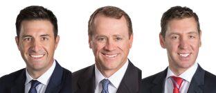 Nick Maroutsos (li.) managt zusammen mit Jason England (Mi.) und Dan Siluk den neu aufgelegten Fonds von Janus Henderson.