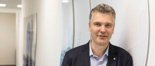 """Herbert Schneidemann: Der Vorstandsvorsitzende der Bayerischen stellt klar: """"Wir wollen natürlich nicht den amerikanischen Handelsriesen imitieren, sondern uns von dessen Ideen inspirieren lassen."""""""