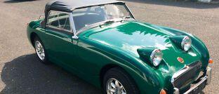 """Seinen grünen Flitzer der britischen Automarke Austin-Healey nennt Manfred Pfaff """"Frosch""""."""