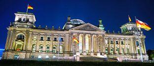 Reichstagsgebäude in Berlin: Der vom SPD-geführten Bundesfinanzministerium vorgelegte Entwurf zum so genannten Provisionsdeckel sorgt für Widerspruch beim Koalitionspartner. Finanzpolitiker der CDU/CSU-Bundestagsfraktion lehnen die Pläne bislang ab.