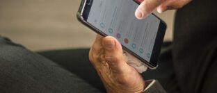 Junge Online-Versicherungsanbieter setzen auf die Kommunikation per Smartphone: Laut Willis Towers Watson gab es im ersten Quartal insgesamt 85 Insuretech-Transaktionen mit einem Gesamtwert von 1,42 Milliarden US-Dollar (1,27 Milliarden Euro).