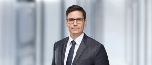 Michael Blümke ist seit Februar 2018 Co-Fondsmanager des Ethna-Aktiv. Blümke war zwölf Jahre lang Offizier bei der Bundeswehr, bevor er  seine  Laufbahn  in  der  Vermögensverwaltung der Versicherungskammer Bayern startete.