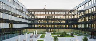 Gebäude der Munich Re: Laut einem Bericht der Süddeutschen Zeitung versichern die Münchner künftig Kundenguthaben des israelisch-amerikanischen Start-ups Curv.