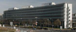 Sitz der Bafin in Frankfurt: Die Behörde warnt erneut von Telefonbetrügern.