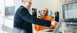Vertragsverhandlung: Das Resultate Institut für Unternehmensanalysen und Bewertungsverfahren hat einen Simulationsrechner entwickelt. Mit diesem Tool sollen Makler den Verkauf Ihres Betriebs besser planen können.