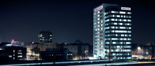"""Gebäude der Targobank in Duisburg: Das Unternehmen kommentiert die Kritik an seinem Geschäftsmodell laut SZ mit dem Hinweis, die Genehmigung eines Darlehens """"sei völlig unabhängig"""" vom Abschluss einer freiwilligen Absicherung, die von vielen Kunden gewünscht werde."""