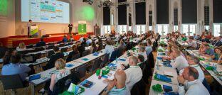 """Auf dem Messekongress """"Kundenmanagement in Versicherungen"""" mit rund 220 Teilnehmern präsentierten Justus Lücke (Versicherungsforen Leipzig) und Thomas Dietsch (Majorel Deutschland) Anfang Juni die Kernergebnisse der Studie zum Kundenmanagement von Versicherern, für die insgesamt mehr als 600 Konsumenten sowie Führungskräfte in Versicherungsunternehmen befragt wurden."""