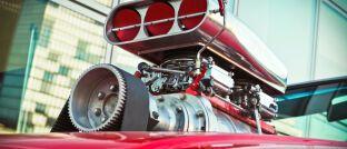 Turbo: Wie beim Auto können Versicherte bei manchen Indexpolicen mehr Gas geben. Doch damit steigt auch das Risiko.