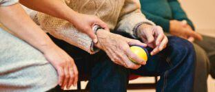 Altenpflege: Laut einer Studie des Prognos-Instituts steigt die Zahl der Pflegebedürftigen hierzulande von 3,3 Millionen Menschen im Jahr 2017 auf 5 Millionen im Jahr 2045