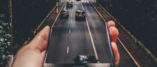 """Vom Smartphone auf die Straße: Allianz und Wrisk wollen Kunden """"ein vollständig digitales Kundenerlebnis für Kfz-Versicherungen bieten""""."""
