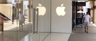 Eingang eines Apple Stores im kalifornischen Corte Madera. Das US-Tech-Unternehmen hat in besonders großem Umfang eigene Aktien zurückgekauft.