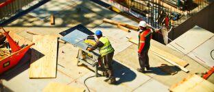Baustelle in Berlin: Die Zinsen für Immobilienkredite sind in Deutschland rapide gefallen.