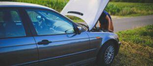 Auto mit Motorschaden: Viele Makler regulieren Schäden, ohne dafür eine Vergütung zu bekommen.