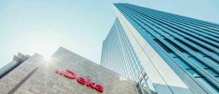 Hauptsitz der Dekabank in Frankfurt. Der Vermögensverwalter der Sparkassen bietet Anlegern neuerdings auch Mischstrategien auf der Grundlage von ETFs an.