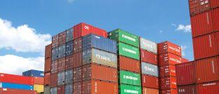 Frachtcontainer im Hafen: Eine Million Container existierten bei P&R nur auf dem Papier.