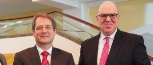 Plansecur-Chef Johannes Sczepan (r.) und Volker Wieland, Experte für Geldtheorie und Geldpolitik ist Mitglied des Sachverständigenrats zur Begutachtung der gesamtwirtschaftlichen Entwicklung: Das Gremium wurde 2018 mit dem von Plansecur initiierten Vordenker-Preis ausgezeichnet.