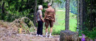 Seniorenpaar: Das Verlangen nach Sicherheit steht bei den Deutschen ganz oben auf der Liste sozialer Probleme.
