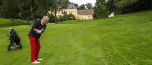 Golfspieler im Rentenalter: Gute Lebensversicherer verbinden laut Morgen & Morgen Sicherheit und Rendite.