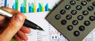 Statistik: Eine aktuelle Studie zeigt, dass gekürzte Provisionen Renditeeinbußen durch niedrige Zinsen kaum kompensieren.