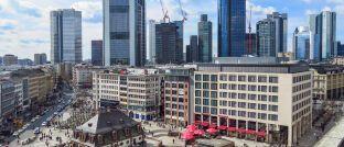 Blick auf Hauptwache und Skyline Frankfurt: Innerhalb der Mainmetropole wechselt Karl-Heinrich Mengel ab 2020 von DJE zum Vermögensverwalter Capitell.