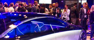 Daimler präsentiert die elektrische S-Klasse bei einer Veranstaltung in Stuttgart: Anleger können über Invesco-ETFs in verschiedene Branchen investieren, darunter Autohersteller und Zulieferer in Europa.
