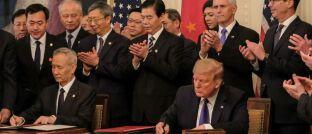 Unterschrift unter den Phase-1-Deal: Xi Jinping braucht ein prosperierendes China, um den sozialen Frieden zu wahren, Trump braucht Wachstum und Jobs, um wiedergewählt zu werden.