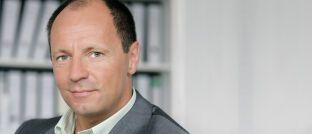 Der Behavioral-Finance-Experte ist Professor für Betriebswirtschaftslehre an der Rheinisch-Westfälischen Technischen Hochschule in Aachen (RWTH). Dort leitet er das Lehr- und Forschungsgebiet Entscheidungsforschung und Finanzdienstleistungen.