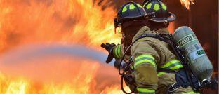 Feuerwehrleute im Einsatz: Im besprochenen Fall vor dem Oberlandesgericht Hamm ging es um einen Gebäudebrand.