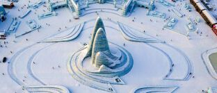 Eis-Skulpturen beim Winterfestival im chinesischen Harbin: Vergnügungsparks im Schnee gehören zu den beliebtesten Freizeitaktivitäten in China.