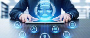 Chat mit dem Anwalt: Die Zurich Gruppe Deutschland führt eine digitale Rechtsberatung ein, bei der sich Versicherte rechtsverbindlich und ohne Selbstbeteiligung beraten lassen können. Das Protokoll der Chat-Beratung ist rechtsverbindlich – unter dem Vorbehalt, dass die Angaben des Kunden richtig und vollständig sind.